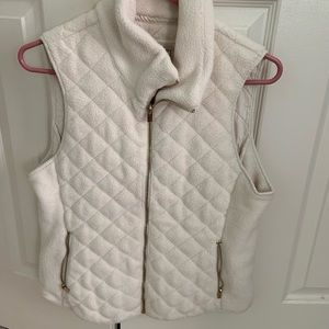 Abercrombie & Fitch cream vest